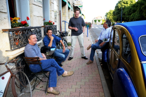 Hanging out with Les and the lads on a spring evening in Blaye